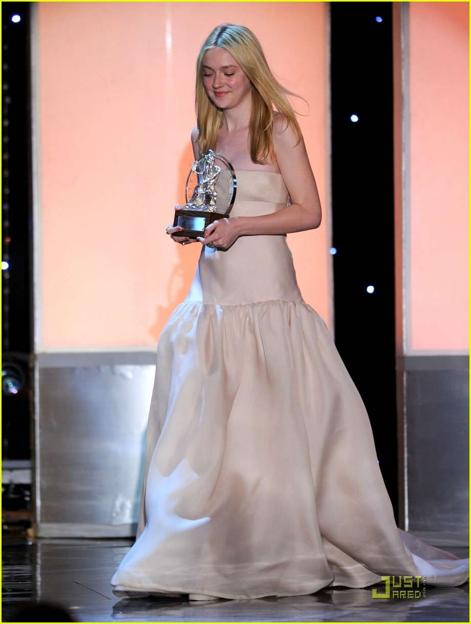 dakota fanning brittania awards 16