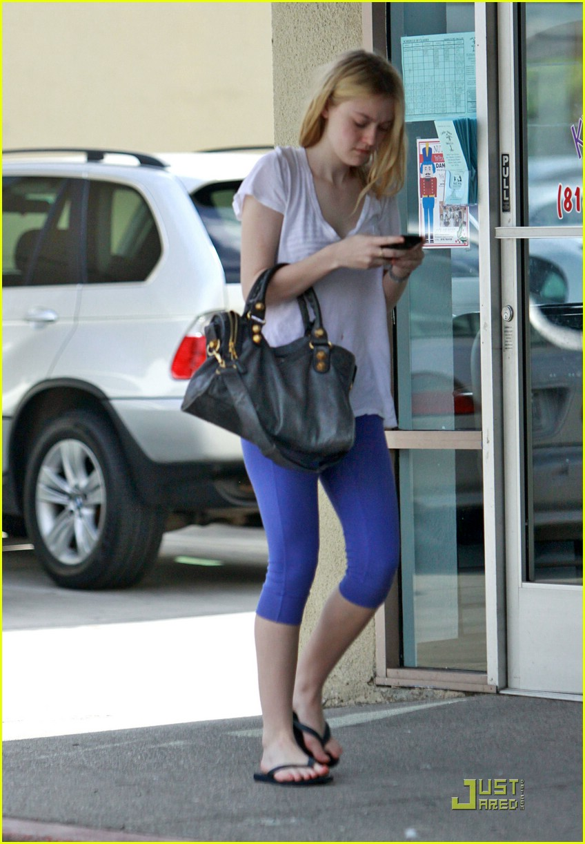 dakota fanning furious fingers 13