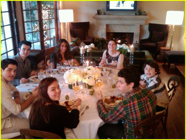 jonas family thanksgiving pics 04