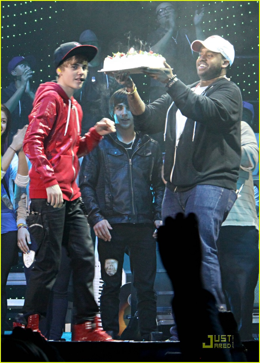 justin bieber cake canada 05