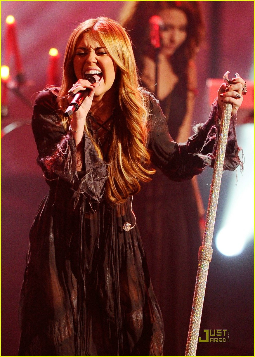 miley cyrus forgiveness amas 02