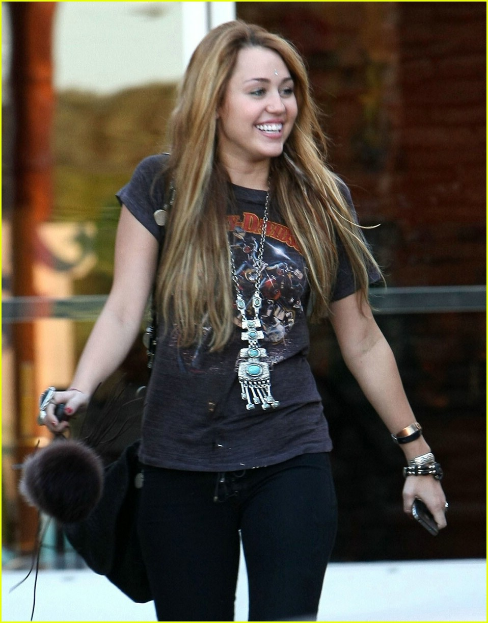 miley cyrus so undercover deets 02