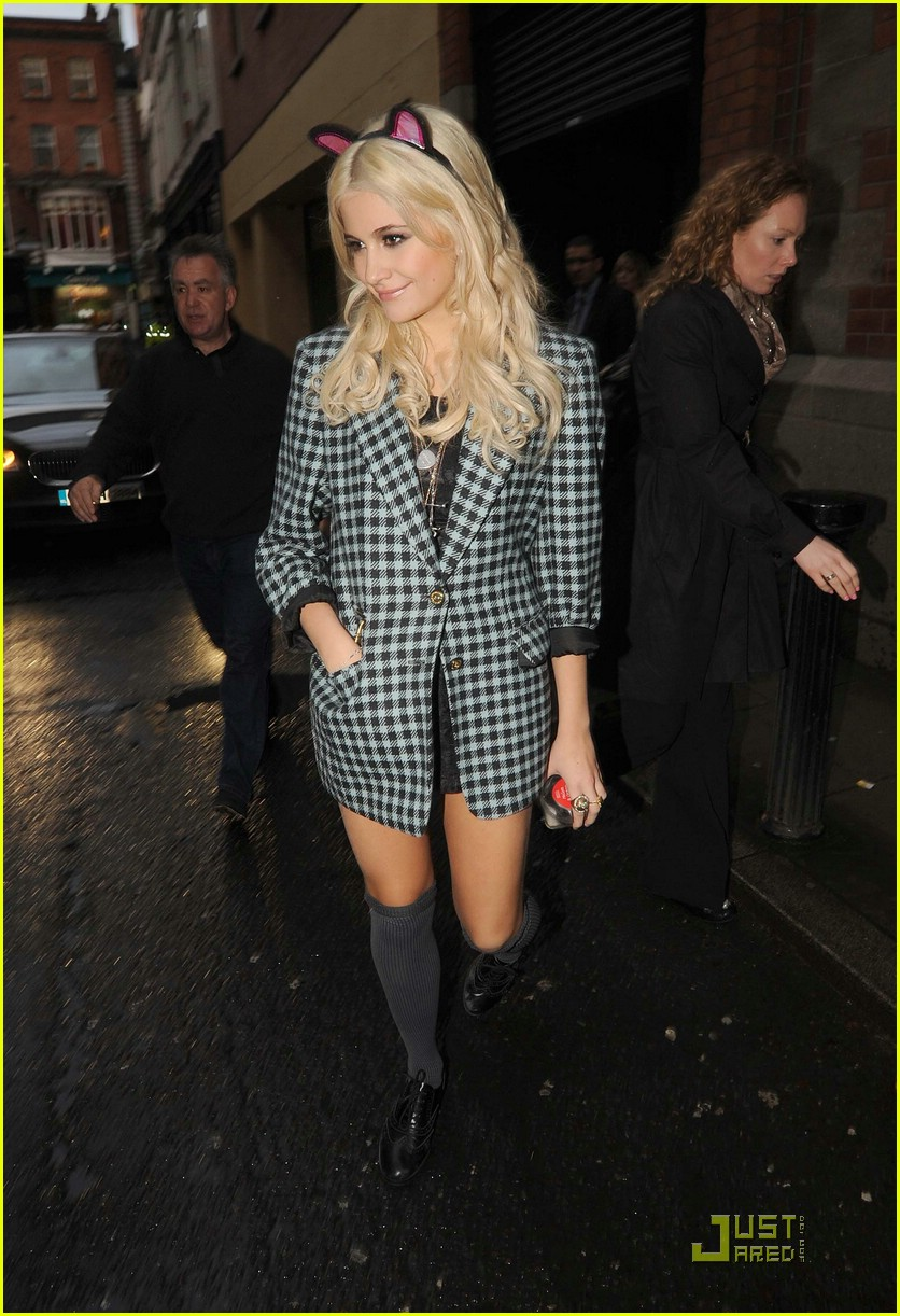 pixie lott donatella versace dinner 03