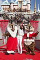 Selena-parade selena gomez disneyland parade 07