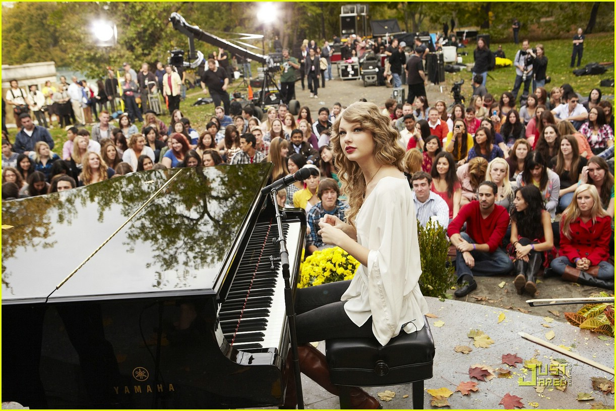 taylor swift thanksgiving special 01