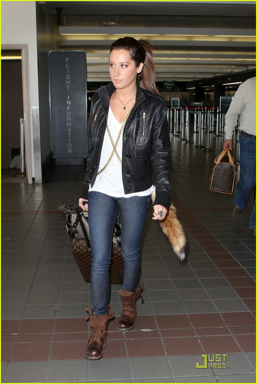 ashley tisdale lax to vancouver 05