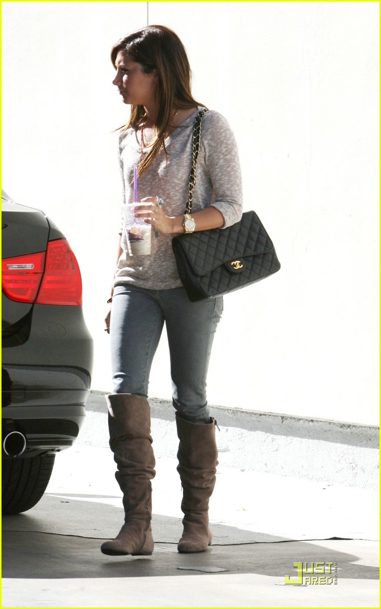 ashley tisdale marmalade cafe 04