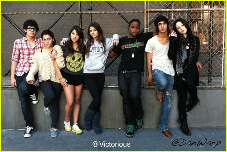 victorious cast freak out 01