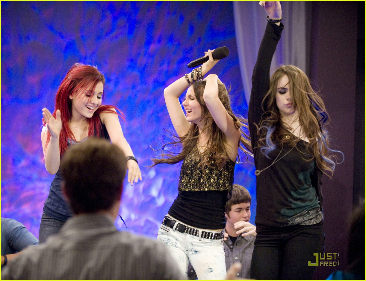 ariana grande elizabeth gillies give up 01