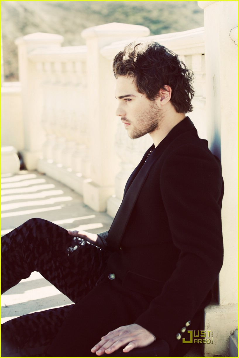 grey damon troix december 01