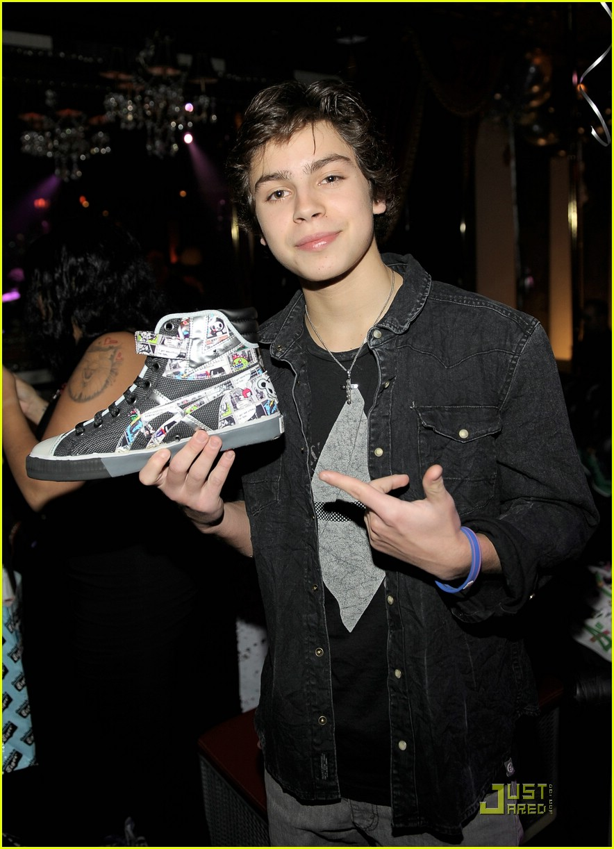 jake t austin bday party 13