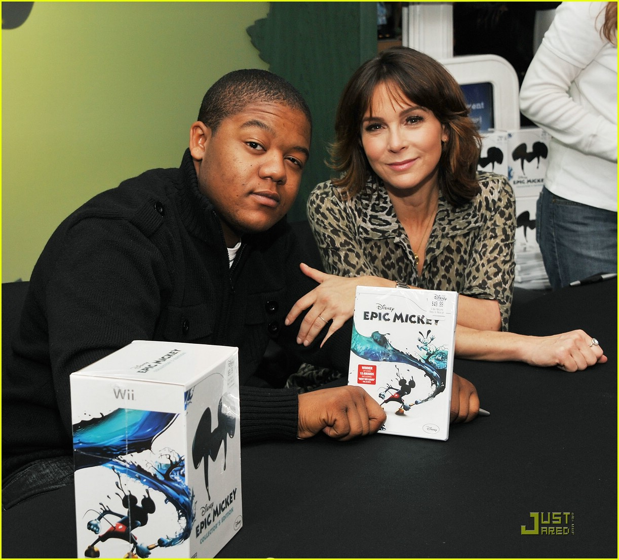kyle massey mickey hands 02