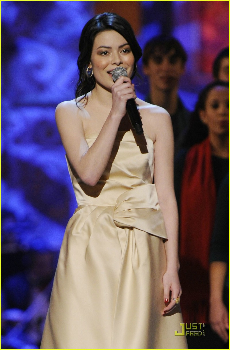 miranda cosgrove christmas washington 05