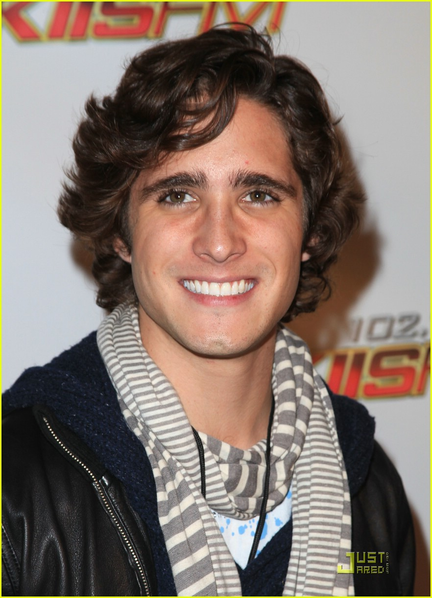 diego boneta pll guys jingle ball 02