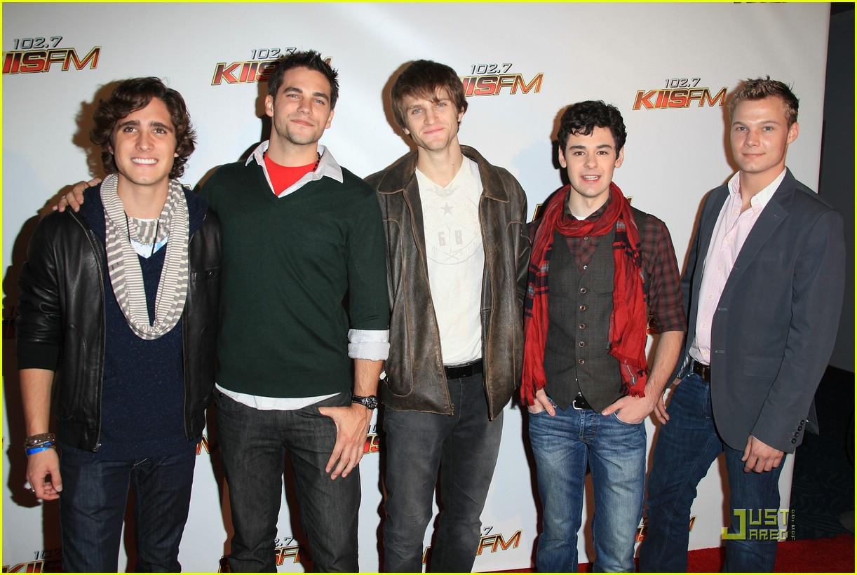 diego boneta pll guys jingle ball 04