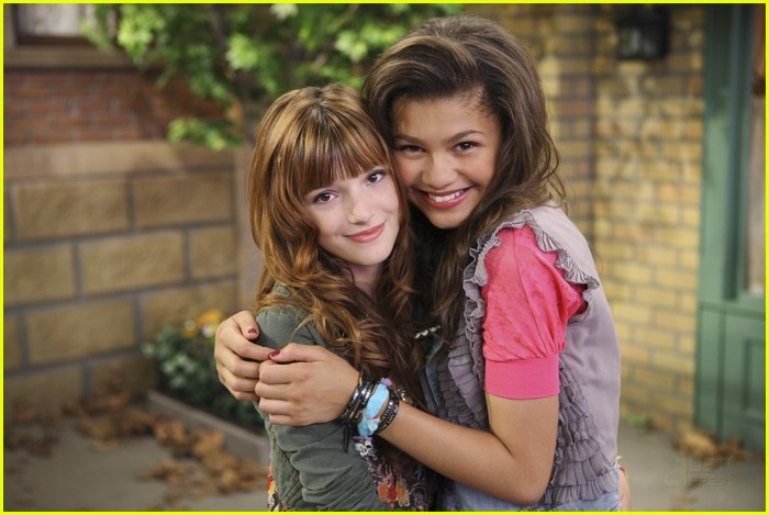 bella thorne zendaya hook up 02