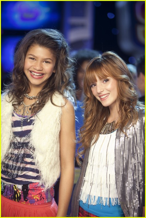 bella zendaya shake new years 03