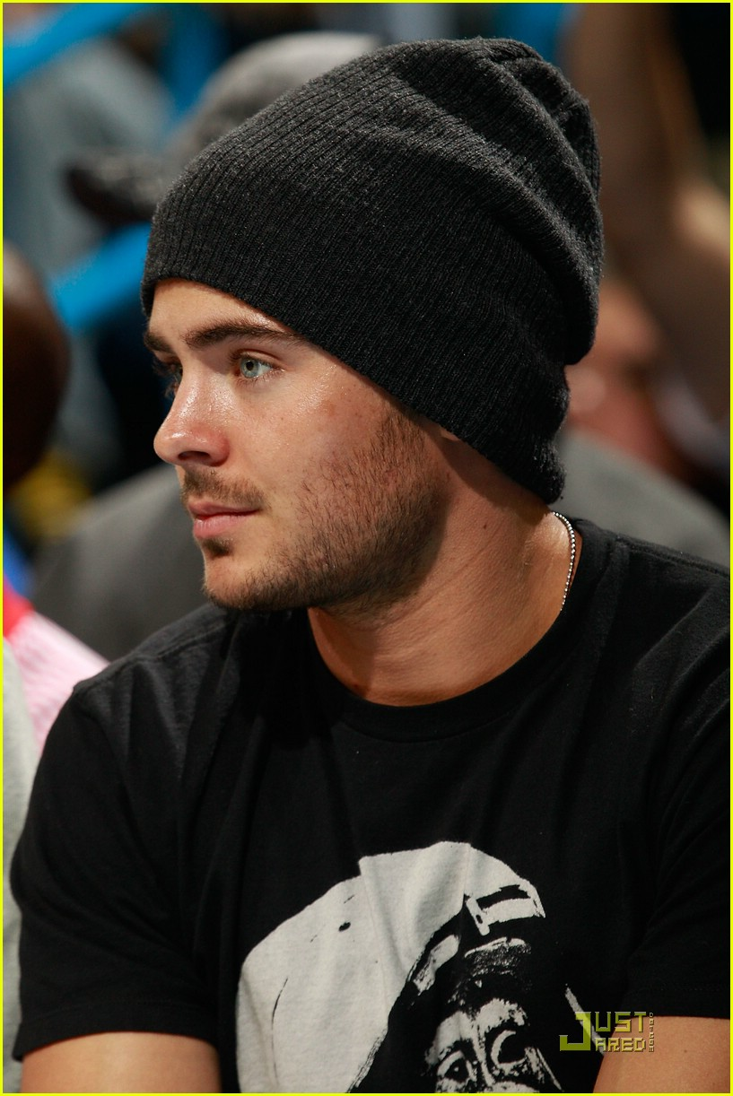 zac efron saints game 03