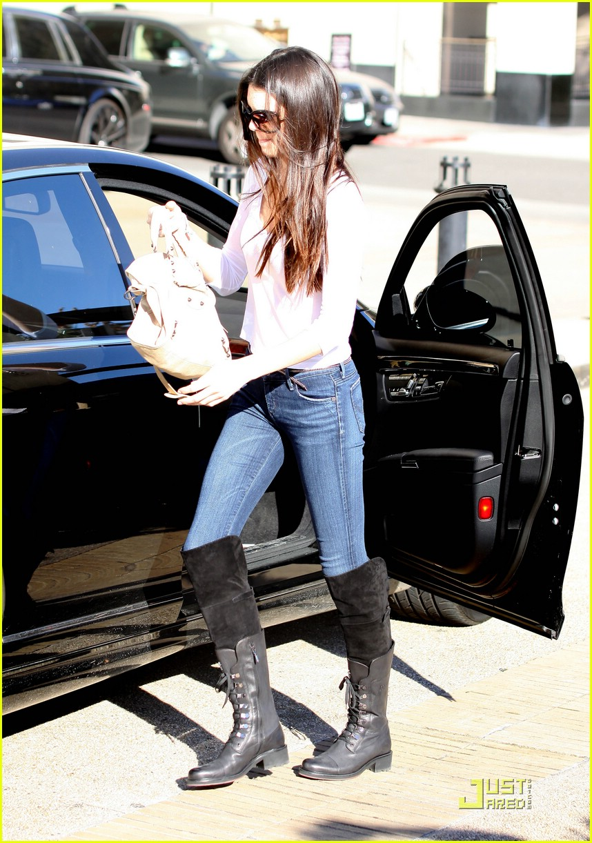 kendall jenner shoe shopping 03