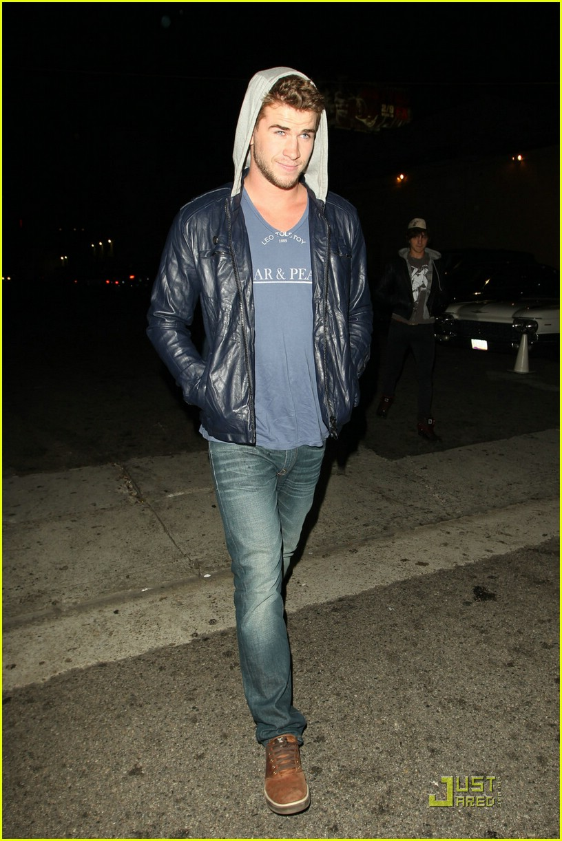 liam hemsworth eden nightclub 01