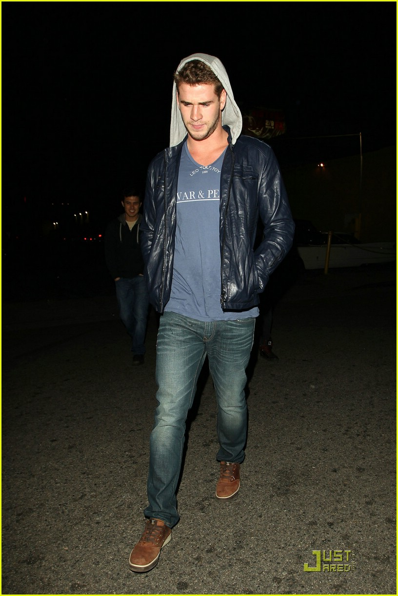 liam hemsworth eden nightclub 03