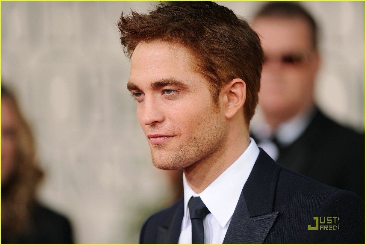robert pattinson golden globes 03