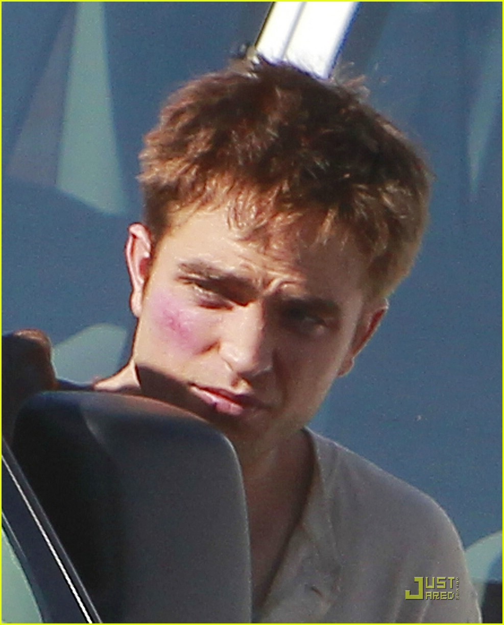 robert pattinson water reshoots 09