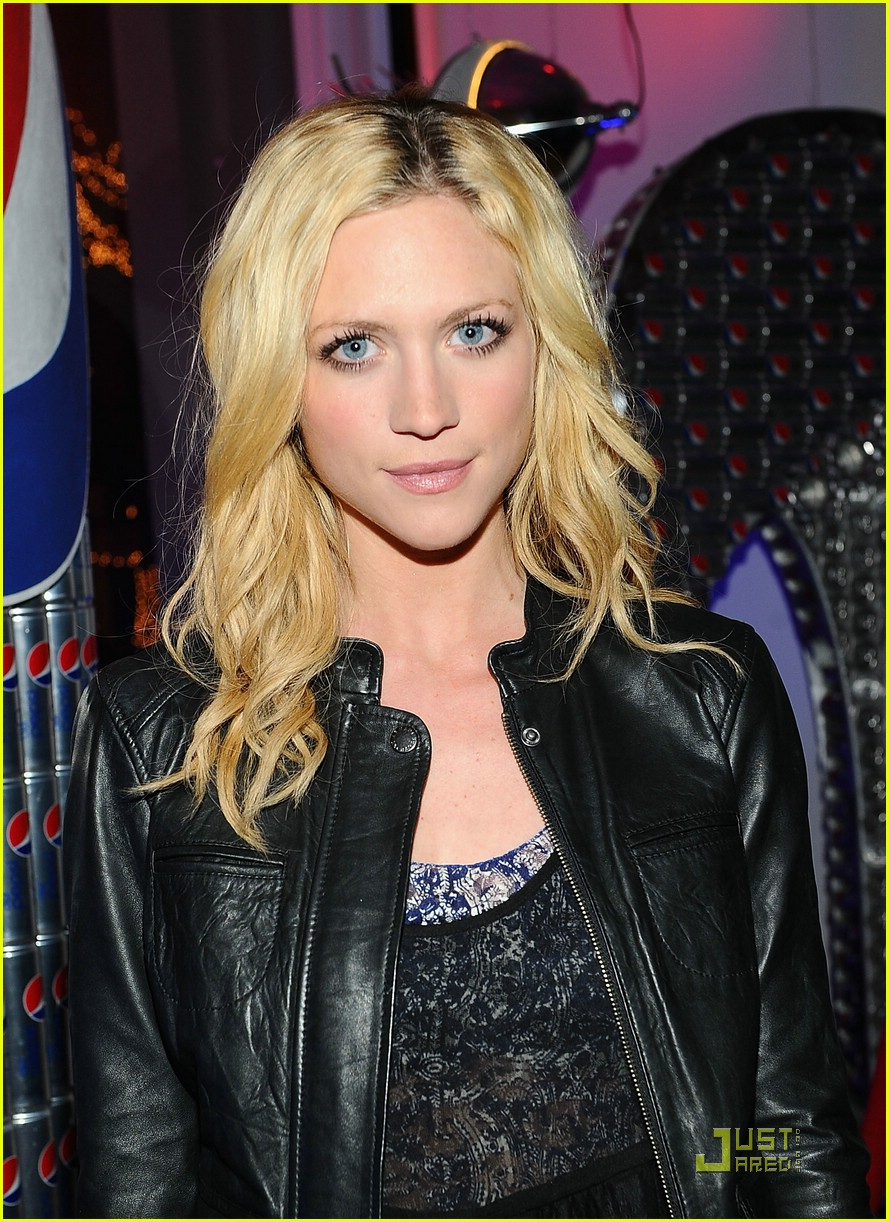 brittany snow nyfw shows 01