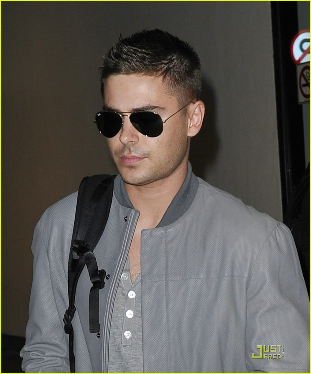 zac efron nyc lax day 04