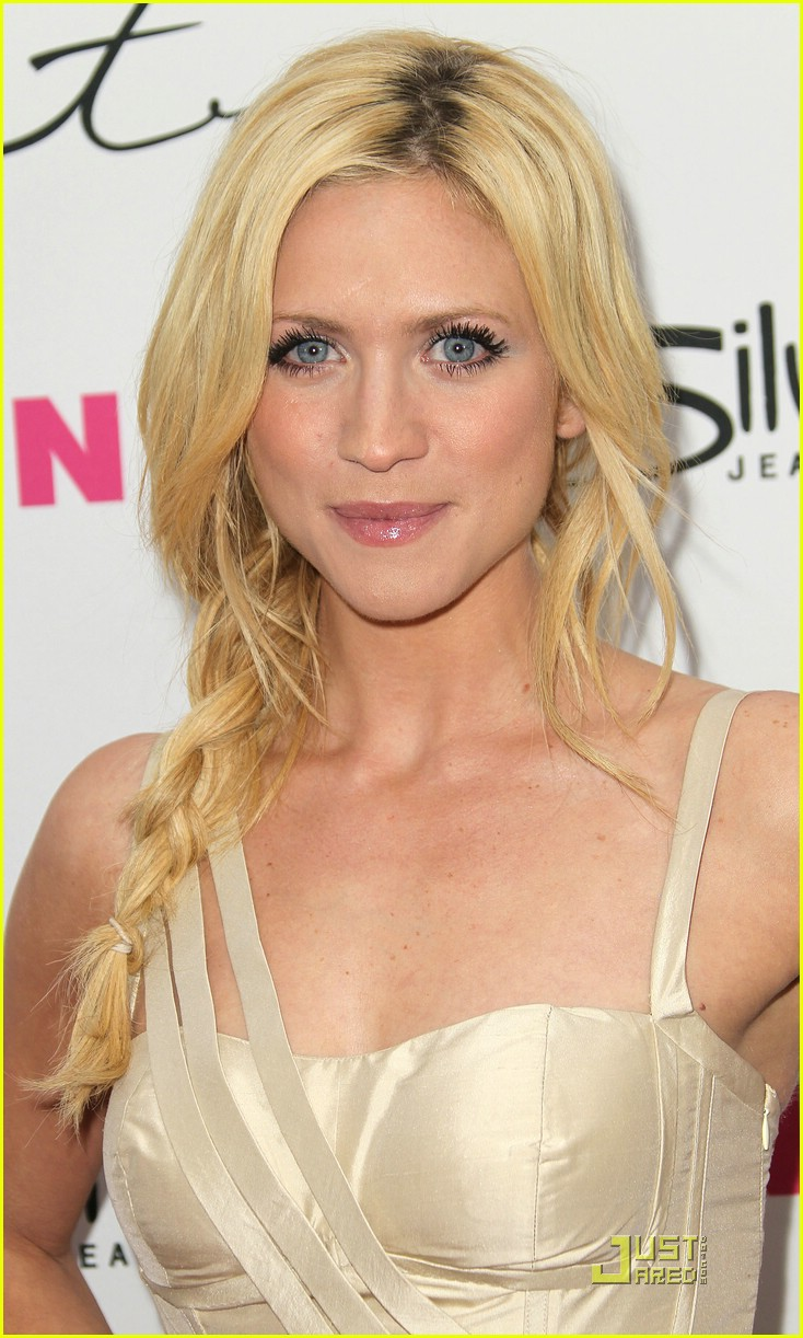 brittany snow nylon party 01