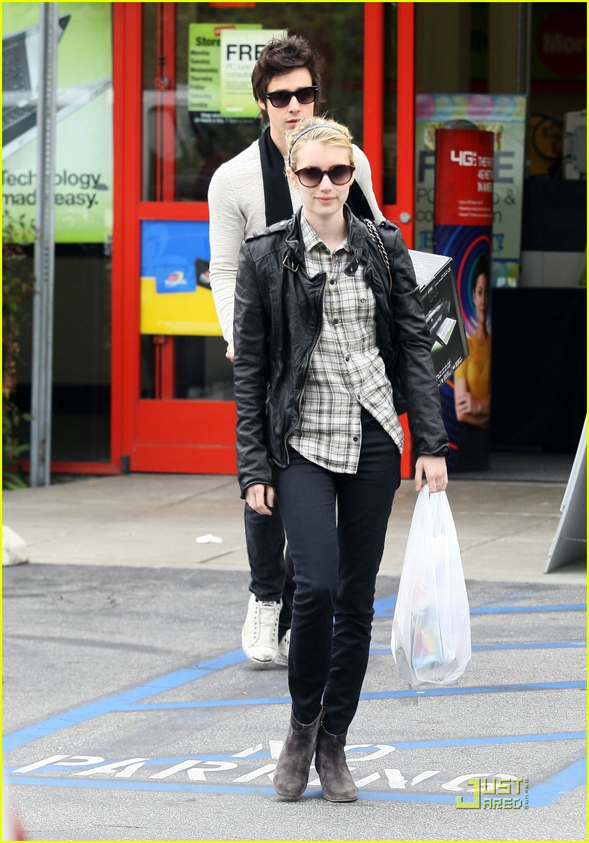 emma roberts staples run 05