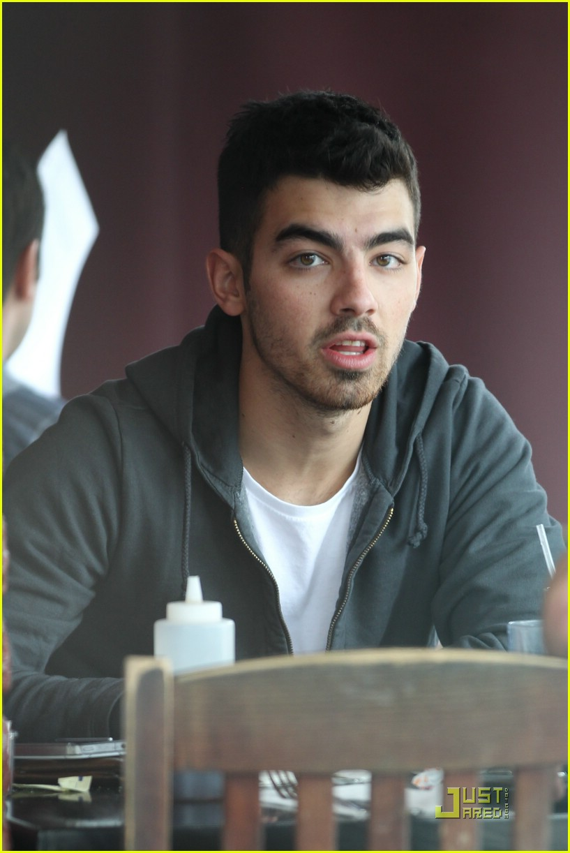 joe jonas winston doctor 13