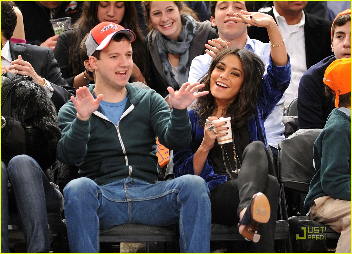 vanessa hudgens gaelan connell knicks 13