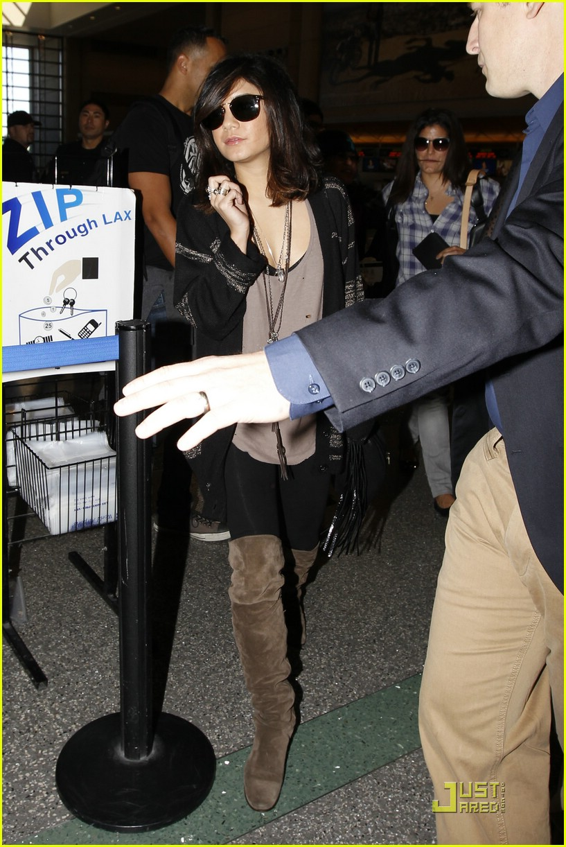 vanessa hudgens lax leaving 03