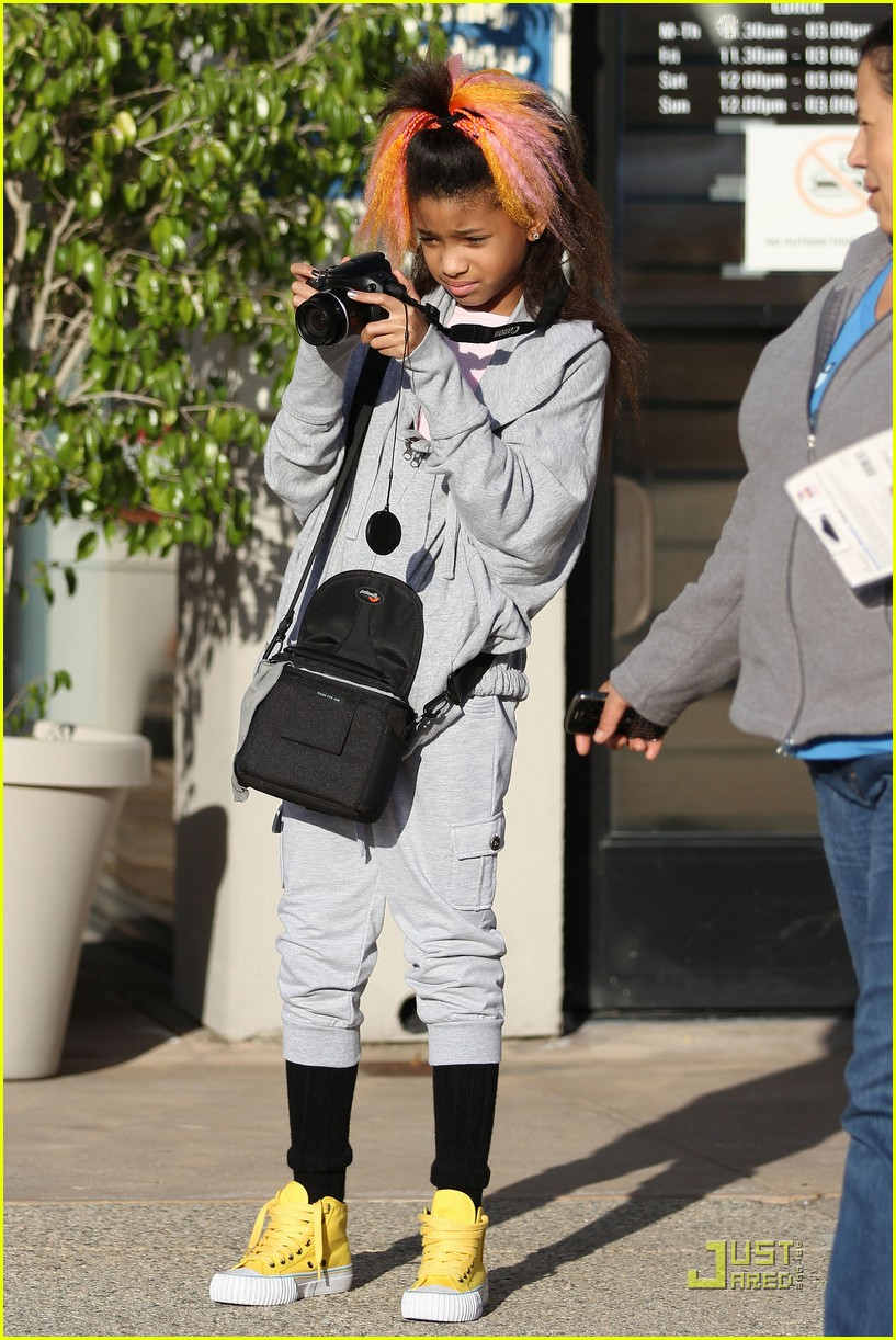 willow smith camera 05