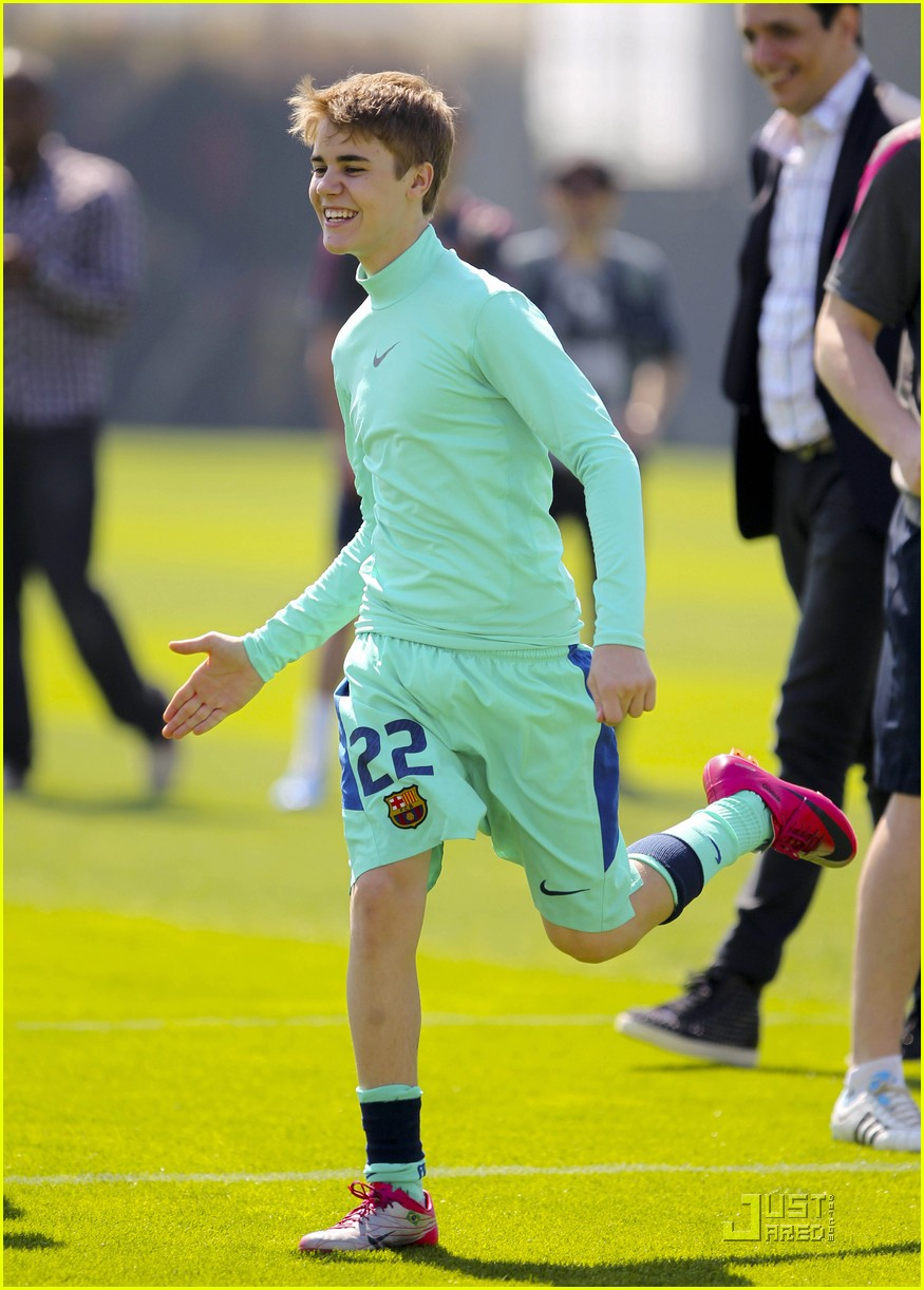 justin bieber barcelona soccer 02