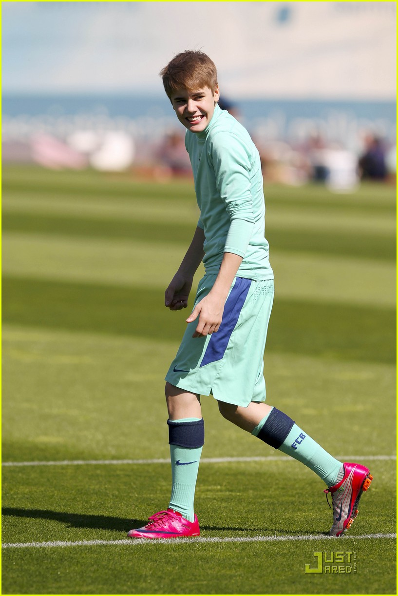 justin bieber barcelona soccer 06