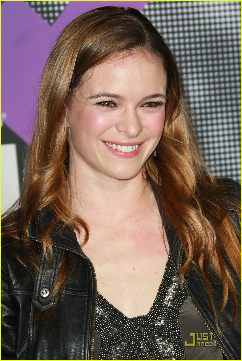 danielle panabaker tmobile launch 07