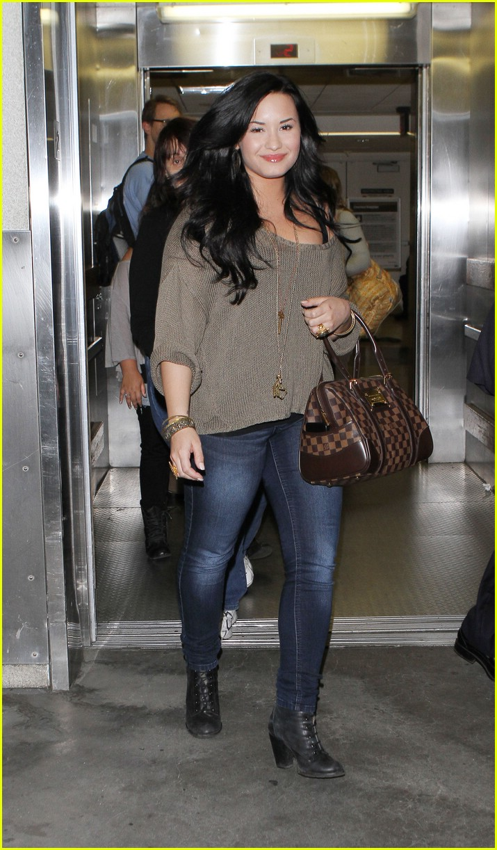 demi lovato lax sunday 02