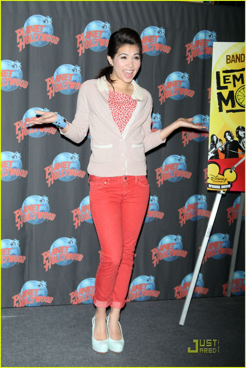 hayley kiyoko planet hollywood 07