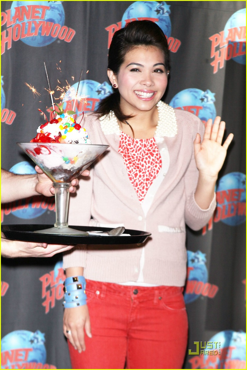 hayley kiyoko planet hollywood 08