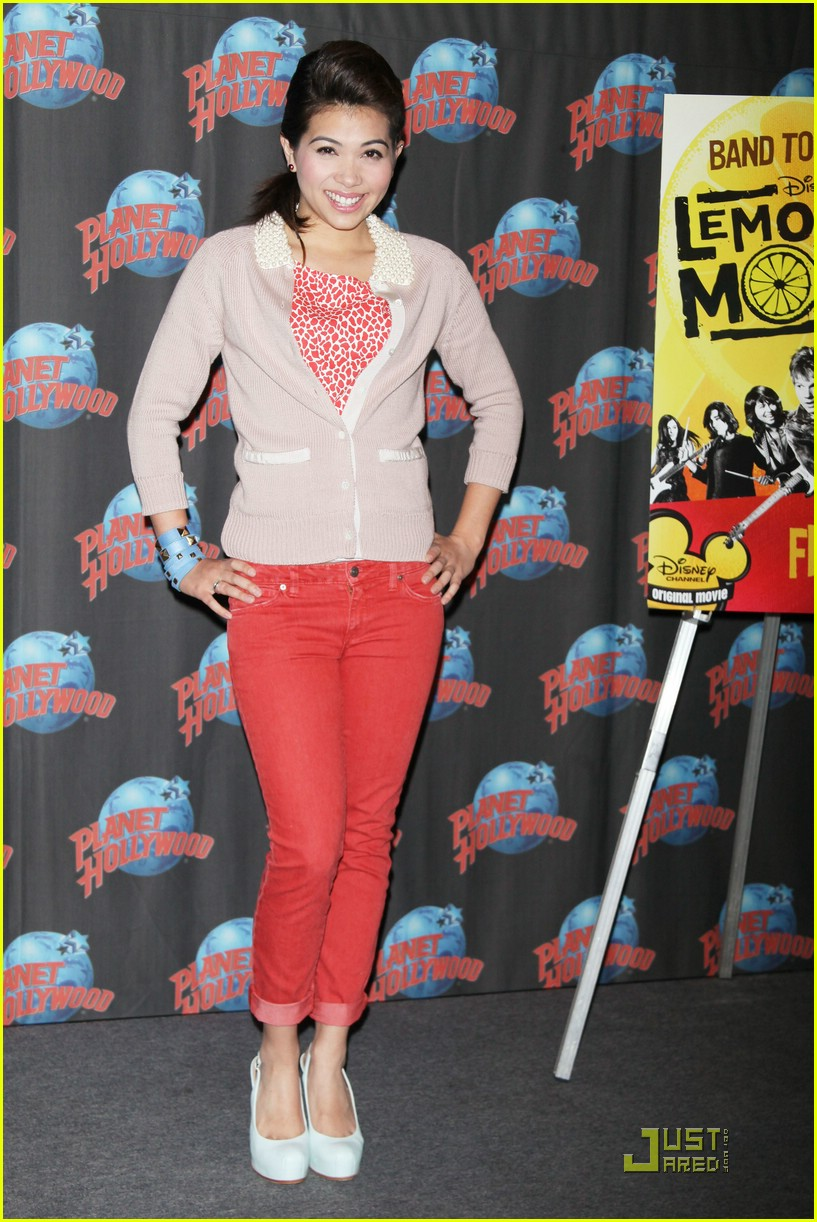 hayley kiyoko planet hollywood 15