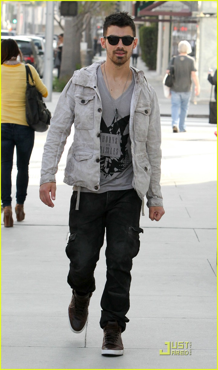 joe jonas beverly hills 08
