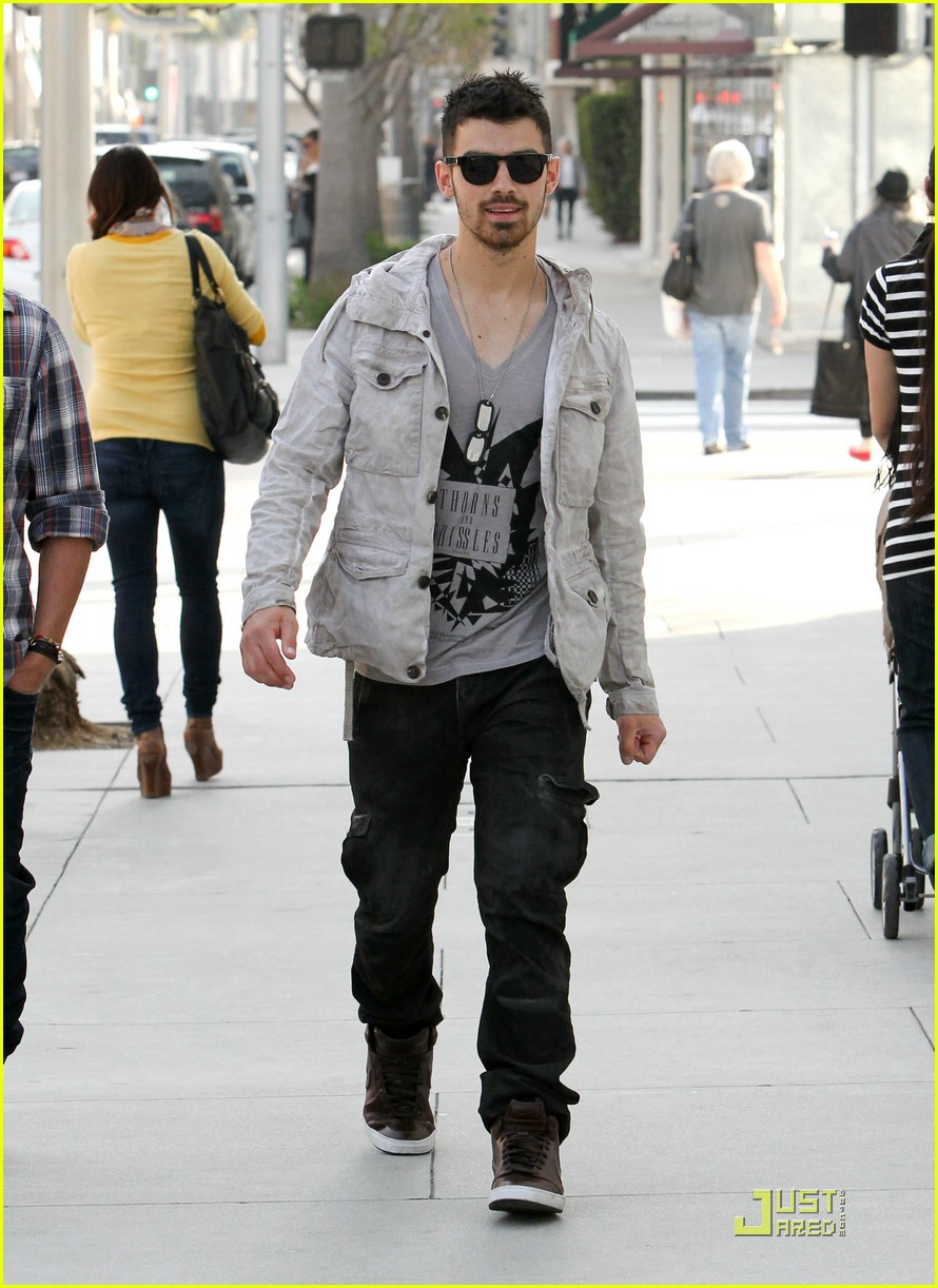 joe jonas beverly hills 14