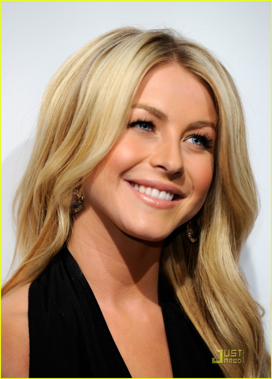 julianne hough cinemacon 08