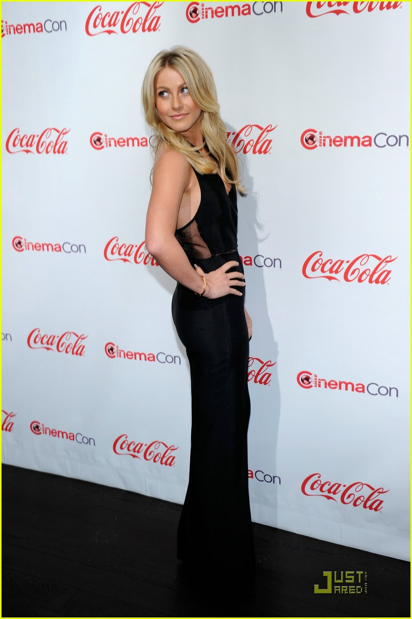 julianne hough cinemacon 09