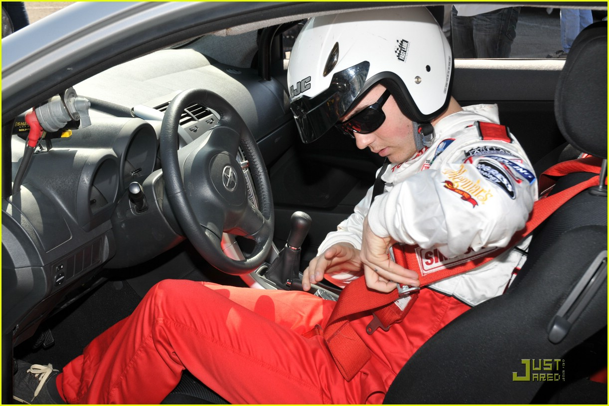 kevin jonas racing media day 06