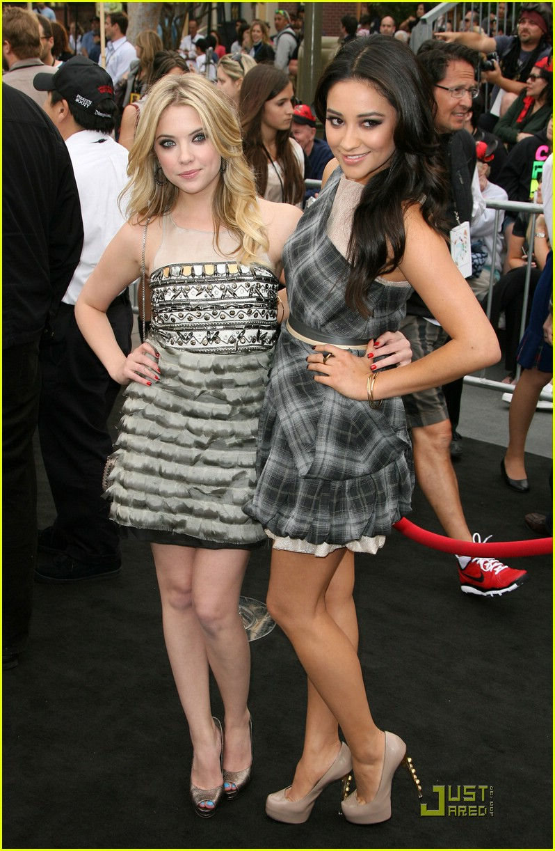 ashley benson shay mitchell pirates 03