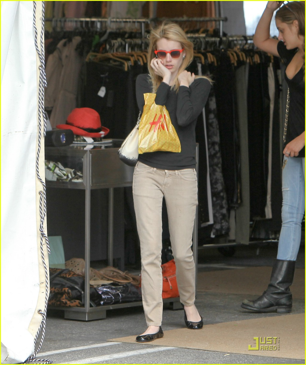 emma roberts parking lot sale 08