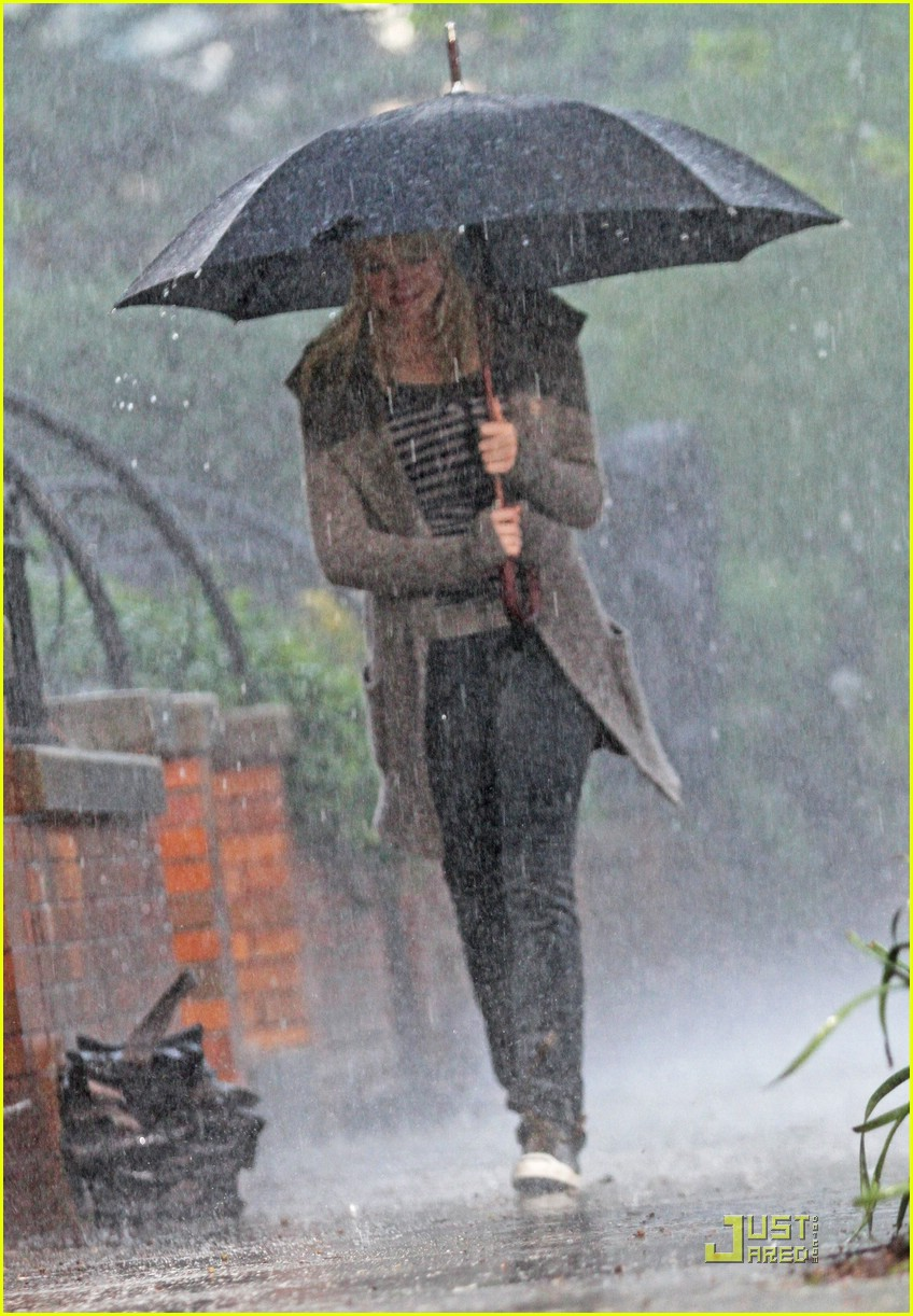 emma stone rain spiderman 03